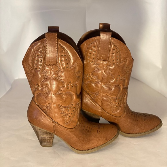 Mossimo Supply Co. Shoes - Brown fashion cowgirl boots Sz 8